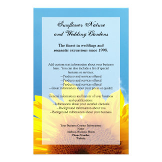 Cielo azul del verano con el girasol amarillo tarjeta publicitaria
