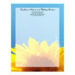 Cielo azul del verano con el girasol amarillo membretes personalizados