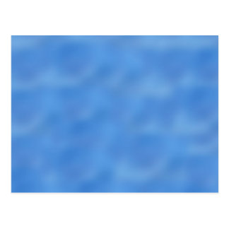 Cielo azul hermoso con las nubes suaves tarjetas postales