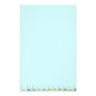 Cielo azul y hojas inmóviles papelería de diseño
