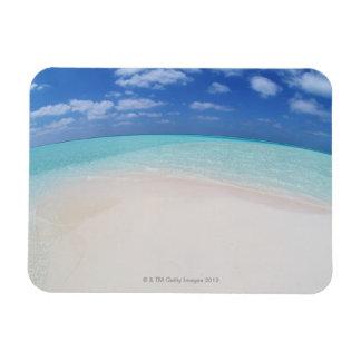 Cielo azul y mar 10 imán rectangular