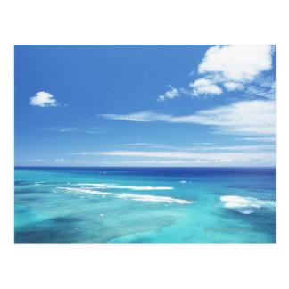 Cielo azul y mar 17 postal