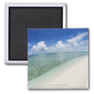Cielo azul y mar 5 imán cuadrado