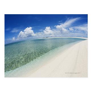 Cielo azul y mar 5 postal