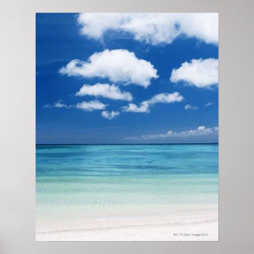 Cielo azul y mar posters