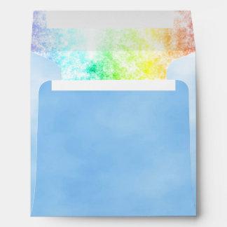 Cielo azul y personalizar multicolor de las nubes sobre