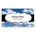 Cielo azul y tarjetas de visita de las nubes