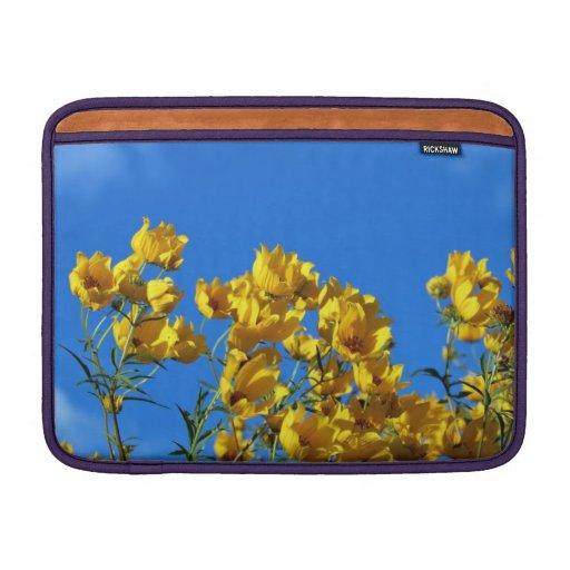 Cielo brillante de los Wildflowers amarillos Funda Macbook Air