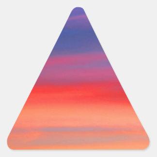Cielo colorido del arco iris de la salida del sol pegatina triangular