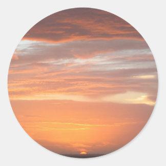 Cielo de color naranja pegatina redonda