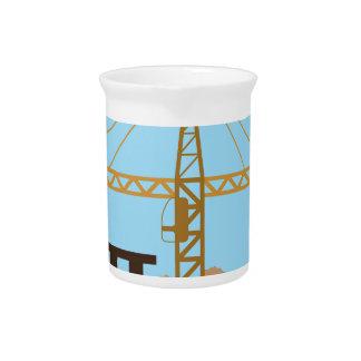 Cielo de la grúa del edificio alto jarra de beber