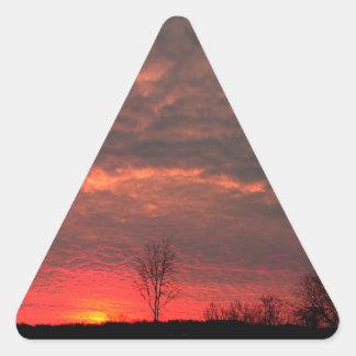 Cielo de la lava de la puesta del sol pegatina triangular