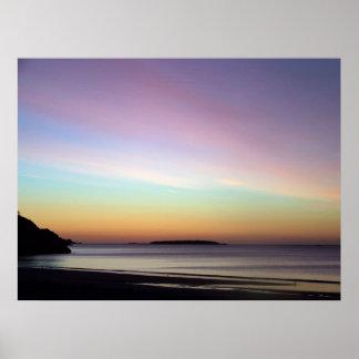 Cielo de la mañana en la playa del canto póster