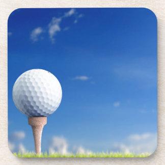 Cielo de la pelota de golf posavaso
