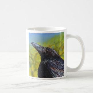 Cielo de la primavera del cuervo taza de café
