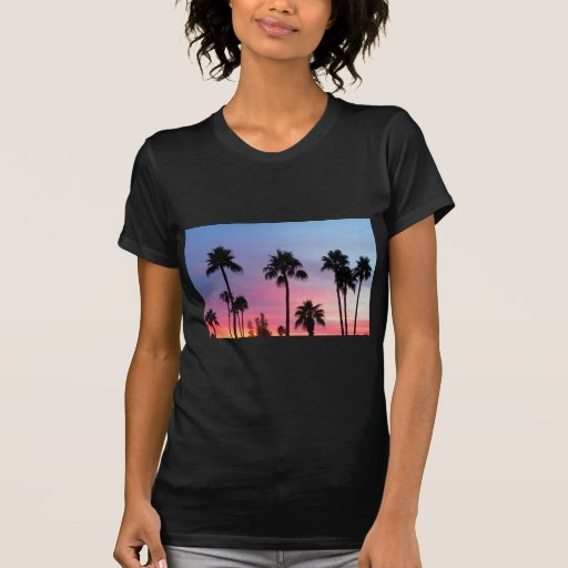 Cielo de la puesta del sol de la palmera del paraí camiseta