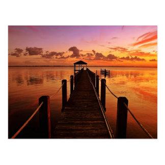 Cielo de la puesta del sol tarjetas postales