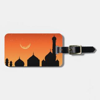 Cielo de la tarde de la silueta de la mezquita - etiquetas para maletas