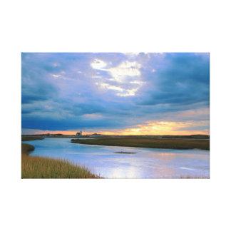 Cielo de la tarde sobre el puerto de las lienzo envuelto para galerías