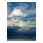 Cielo de la tormenta postal