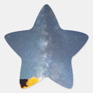 Cielo de octubre de la vía láctea pegatina en forma de estrella