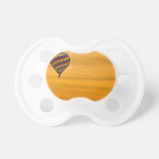 Cielo de oro del globo del aire caliente chupete de bebe