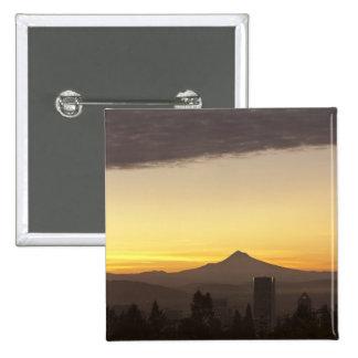 Cielo del amanecer sobre Portland y la capilla del Pin