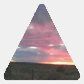 Cielo del desierto de la tarde colcomanias de triangulo