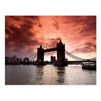 Cielo del rojo del puente de la torre tarjeta postal