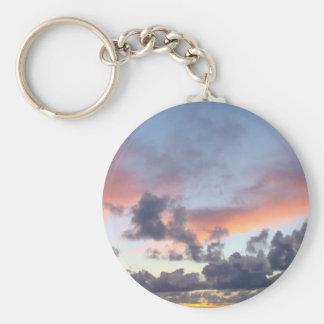 Cielo dramático de la puesta del sol llaveros personalizados