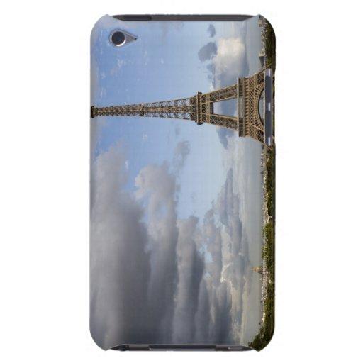 cielo dramático detrás de la torre Eiffel Cubierta Para iPod De Barely There