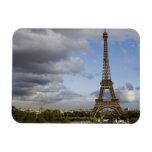 cielo dramático detrás de la torre Eiffel Imanes