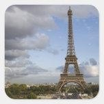 cielo dramático detrás de la torre Eiffel Pegatinas