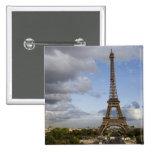 cielo dramático detrás de la torre Eiffel Pin Cuadrado