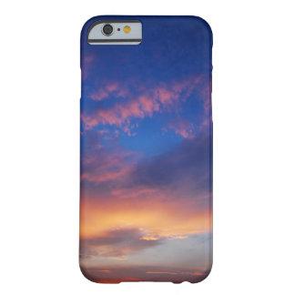 Cielo en la puesta del sol funda para iPhone 6 barely there