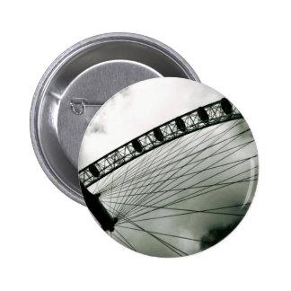 cielo gris, botón del ojo de Londres Pin Redondo De 2 Pulgadas
