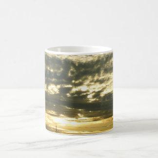 Cielo hermoso taza clásica