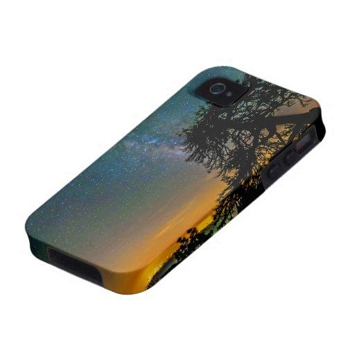 Cielo nocturno de la montaña iPhone 4 carcasas