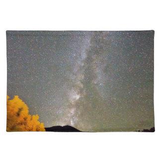 Cielo nocturno de la vía láctea del otoño mantel individual