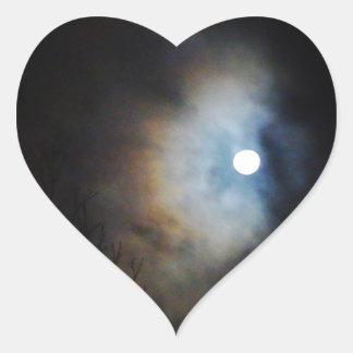 Cielo nocturno espeluznante pegatina en forma de corazón