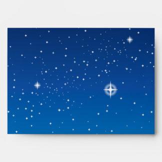Cielo nocturno estrellado azul profundo sobre