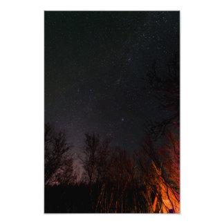 Cielo nocturno sobre una impresión de la foto de fotografía