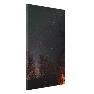 Cielo nocturno sobre una impresión de la lona de lienzo envuelto para galerias