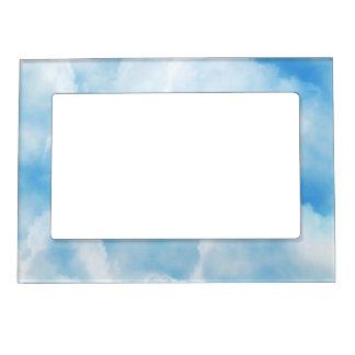 Cielo nublado azul brillante foto de imanes