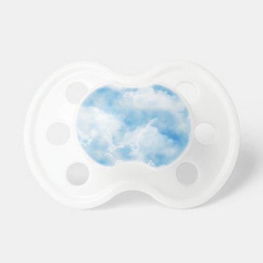 Cielo nublado chupete de bebe