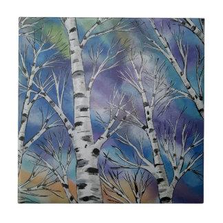 Cielo nublado colorido sobre árboles de abedul azulejo cuadrado pequeño