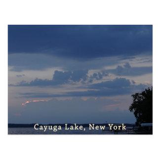 Cielo nublado del lago Cayuga Postal