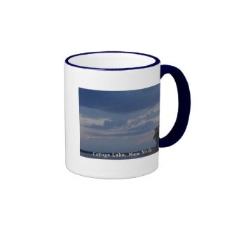 Cielo nublado del lago Cayuga Taza