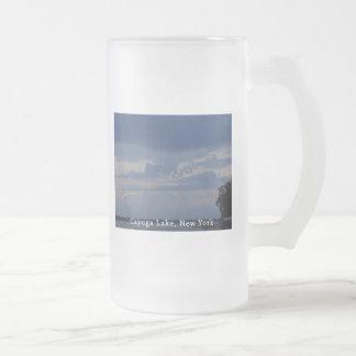 Cielo nublado del lago Cayuga Taza De Cristal