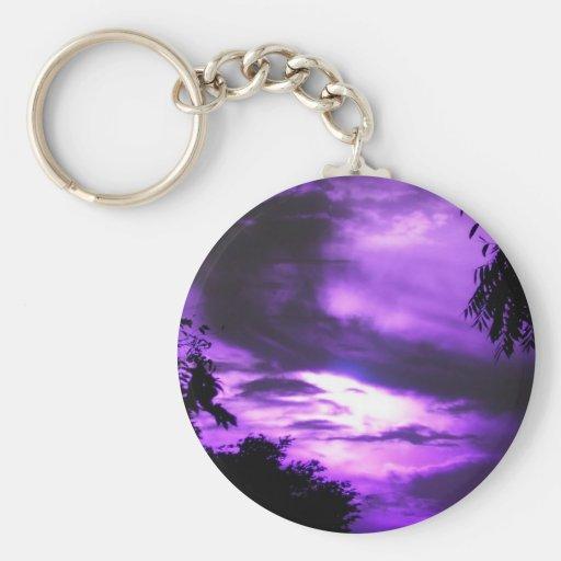 Cielo nublado púrpura llavero redondo tipo pin